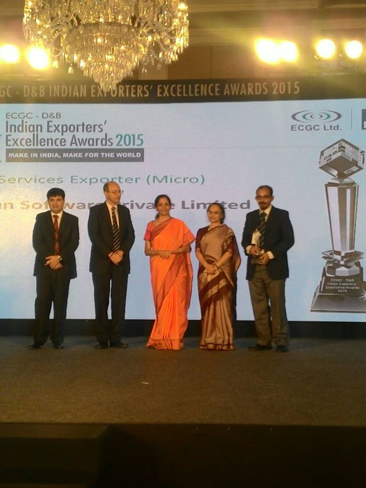 Anand receives the award on behalf of GS